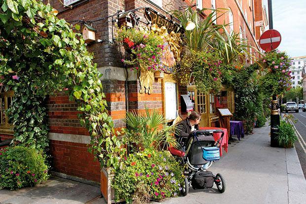 piwo, alkohol, Piwo: królewska pinta w londyńskim pubie, Pub Bastrop przy Covent Garden