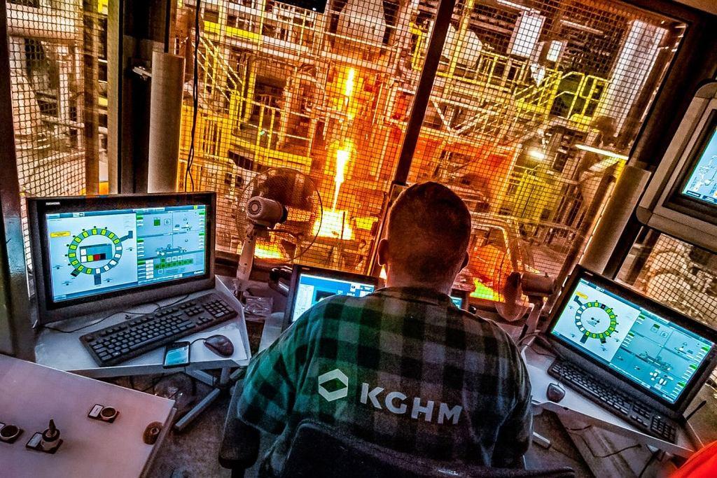 Największa inwestycja w historii należącej do KGHM Huty Miedzi Legnica - jedyny w Polsce piec WTR (wychylno-topielno-rafinacyjny) do przetopu recyklingowego miedzi.