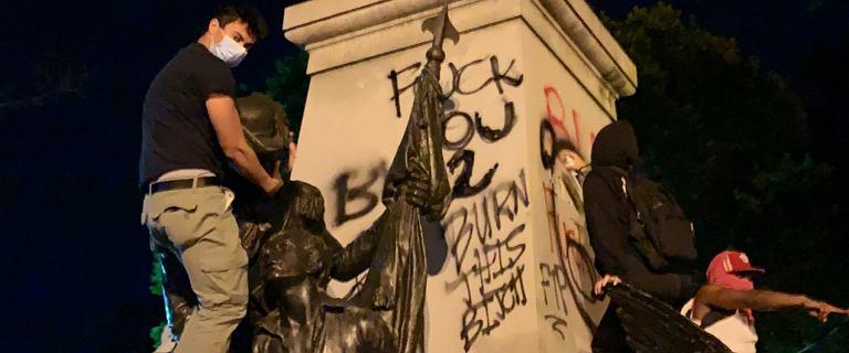 """Podczas protestów w USA zniszczono pomnik Kościuszki. """"Ironia historii"""". Warszawa deklaruje pomoc"""