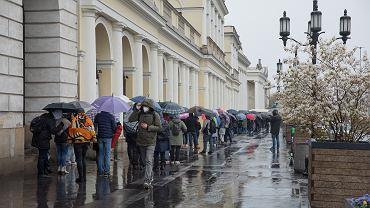 Drugi dzień szczepienia bez zapisów w majówkę na pl. Bankowym w Warszawie.