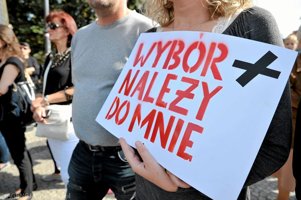 Zdjęcie numer 2 w galerii - Strajk kobiet w całej Polsce. W jakich miastach? Kiedy? Nie tylko w poniedziałek