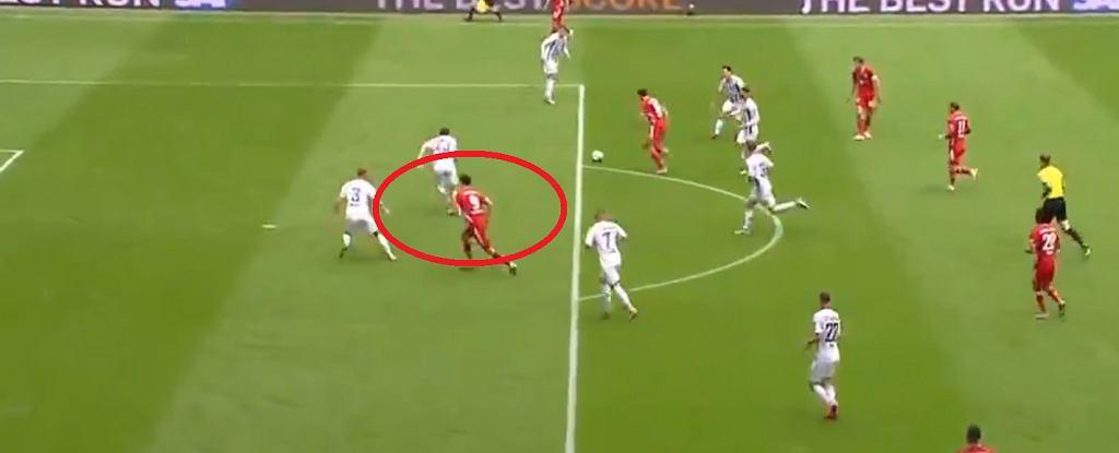 Robert Lewandowski strzela gola dla Bayernu