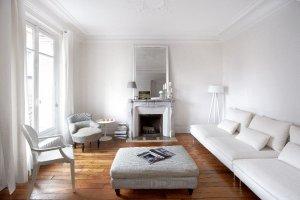 Wnętrza: paryskie mieszkanie całe w bieli