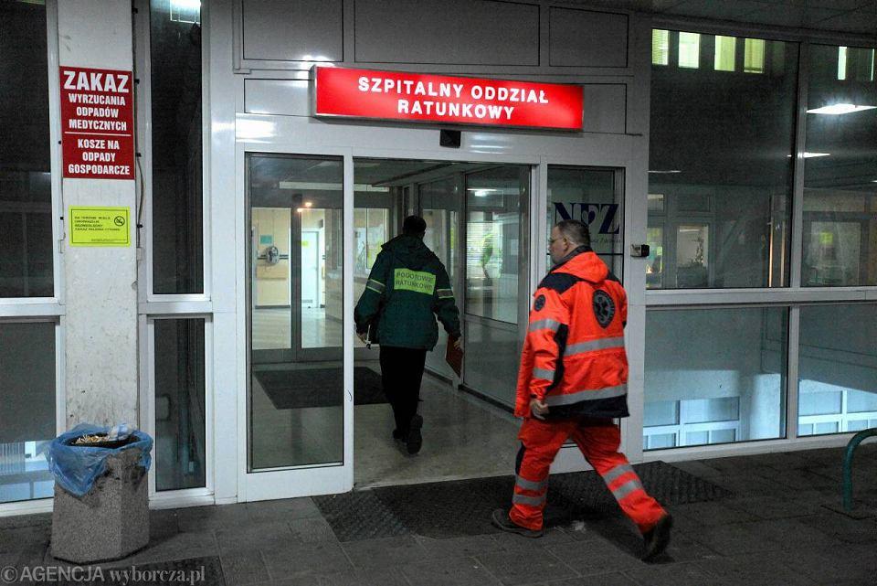 Wielu chorych na grypę przyjeżdża na SOR, by nie stać w kolejce do lekarza rodzinnego