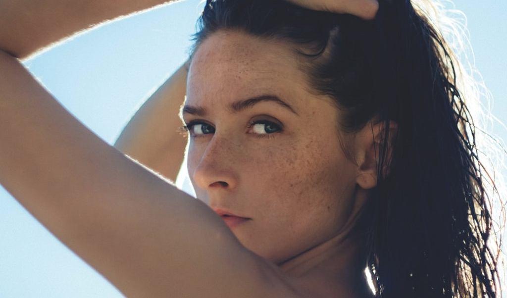 Makijaż na upały. 5 trików, dzięki którym będziesz wyglądać perfekcyjnie w letnie dni