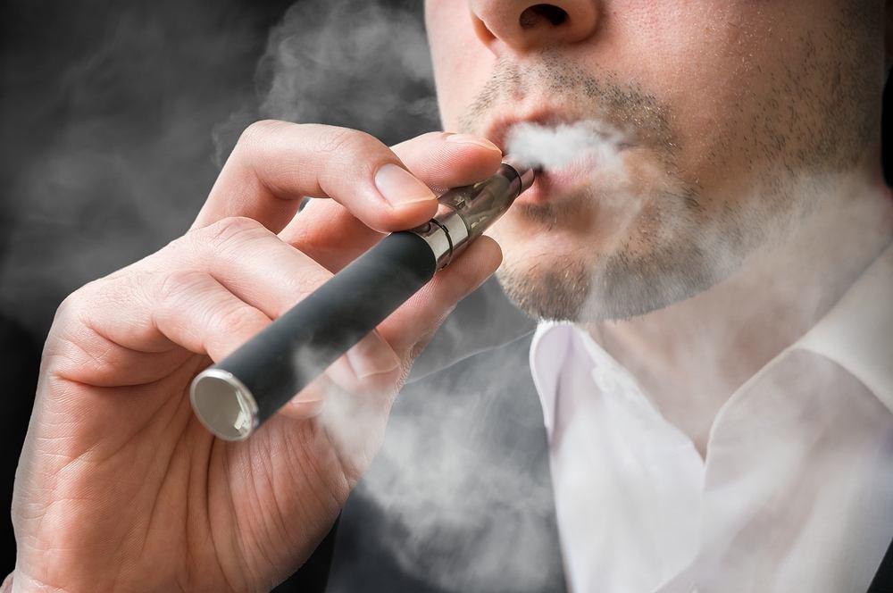 Najlepiej traktować e-palenie jako sposób na rozstanie z nałogiem tytoniowym, niż jako długotrwałą alternatywę dla papierosów.