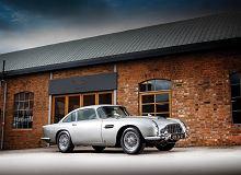 Aston Martin DB5 Jamesa Bonda sprzedany na aukcji za 25 mln zł. Ma karabinki, ostrza i inne gadżety
