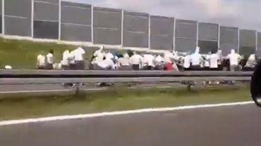 Ustawka kiboli na autostradzie