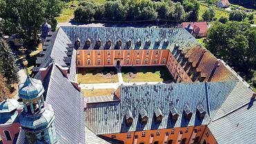 Prace remontowane na wieży kościoła na terenie klasztoru w Gościkowie-Paradyżu