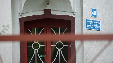 Dom Pomocy Społecznej przy ul . Objazdowej we Wrocławiu, prowadzony przez Zgromadzenie sióstr Matki Niepokalanej. Koronawirusa potwierdzono tu u 51 osób.