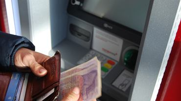 Podatek bankowy zapłacili... klienci. To na nich banki przerzuciły większość kosztów