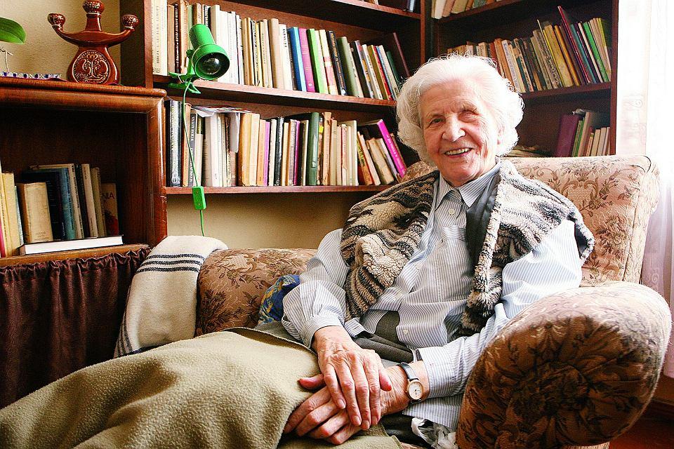 Helena Kuźmicka (1908-2010) - nauczycielka, katechetka, pierwsza po II wojnie światowej gorzowska bibliotekarka i założycielka pierwszej w mieście księgarni. W swojej bibliotece wypożyczała książki, które przywiozła w kufrze z rodzinnego Grodna.