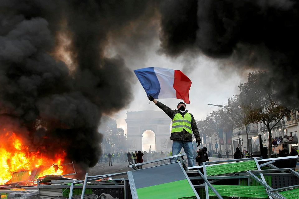 24.11.2018, Paryż, protesty przeciwko podniesieniu podatków.