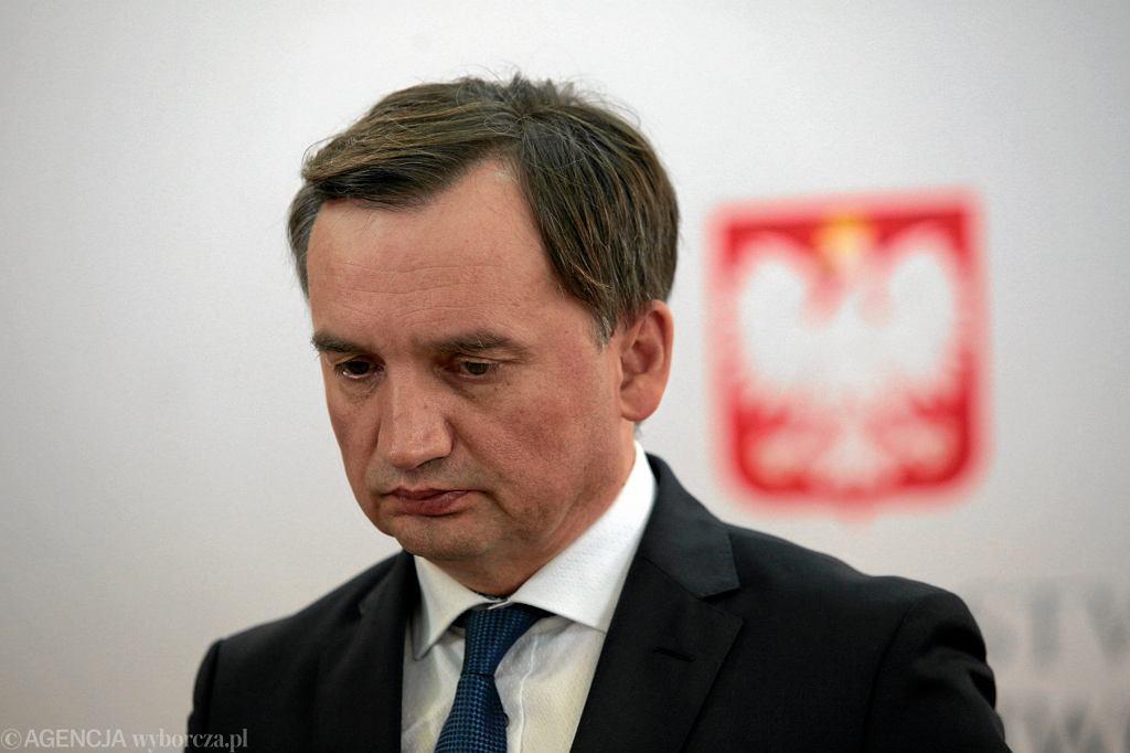 Zbigniew Ziobro podczas konferencji prasowej dot. zakupu sprzętu medycznego za pieniądze pochodzące z Funduszu Sprawiedliwości. Kielce, 16 września