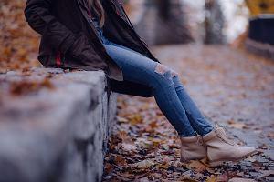 """""""Kręci mi się w głowie i robi niedobrze"""". Historia molestowanej nastolatki pomoże edukować młodzież?"""