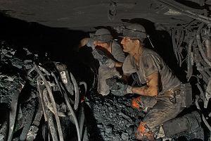 Hiszpańscy górnicy wiedzą, że będą mieli nową pracę. Polskich przekonuje się, że węgiel będą wydobywać ich wnuki. Tak polski rząd kręci bicz na siebie