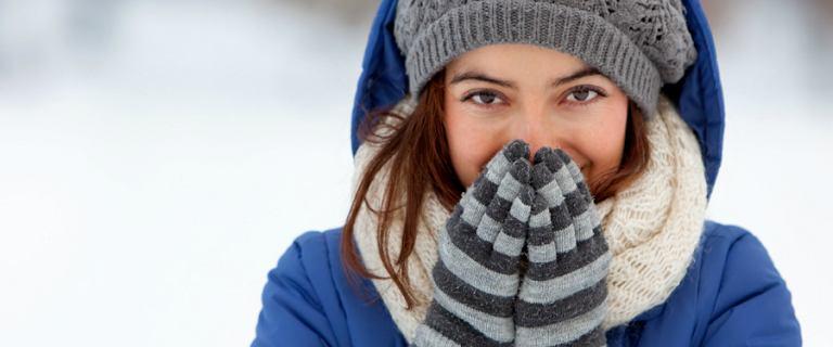 Kurtki zimowe asymetryczne: modny krój na nowy sezon. Zobacz, jaki model kupić!