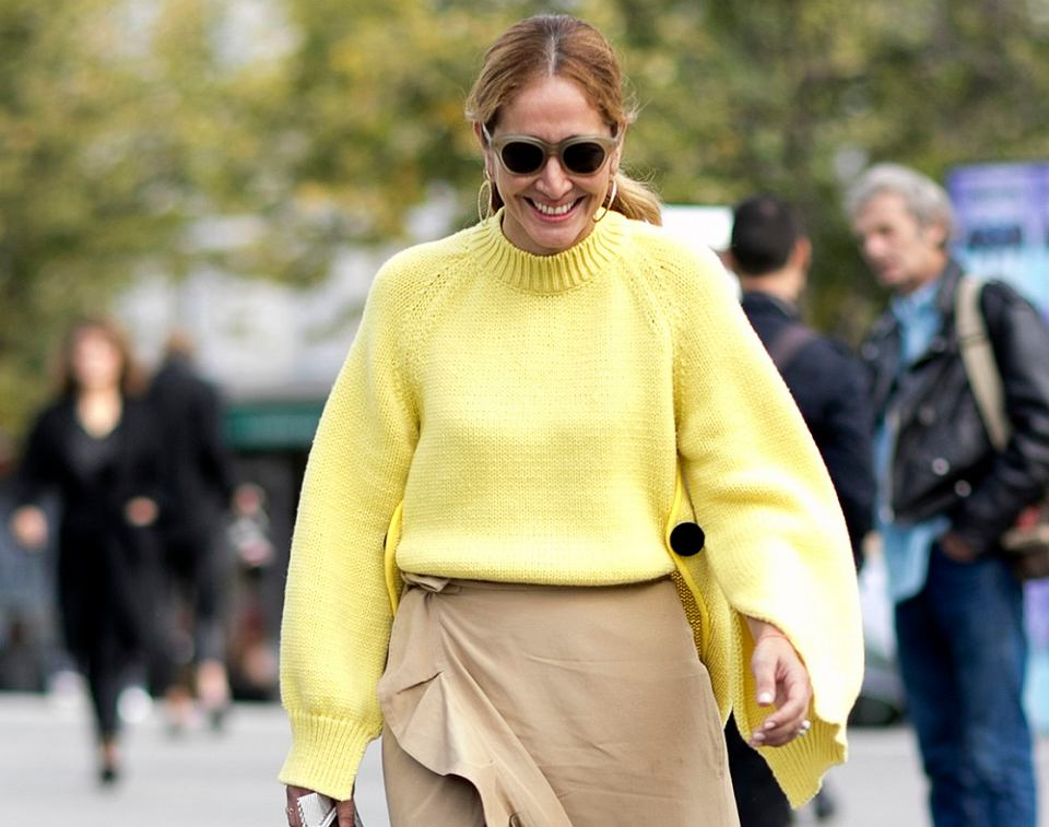 Żółte ubrania dla kobiet po 50-tce