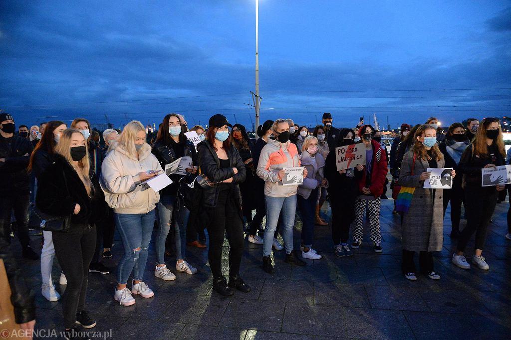 Protest młodzieży przeciwko zaostrzaniu prawa aborcyjnego
