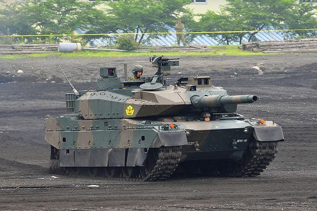 Japończycy mają zaawansowany technicznie przemysł obronny, produkujący między innymi czołgi Typ 10. Ze względu na małe zamówienia państwa ma jednak nieustanne problemy finansowe