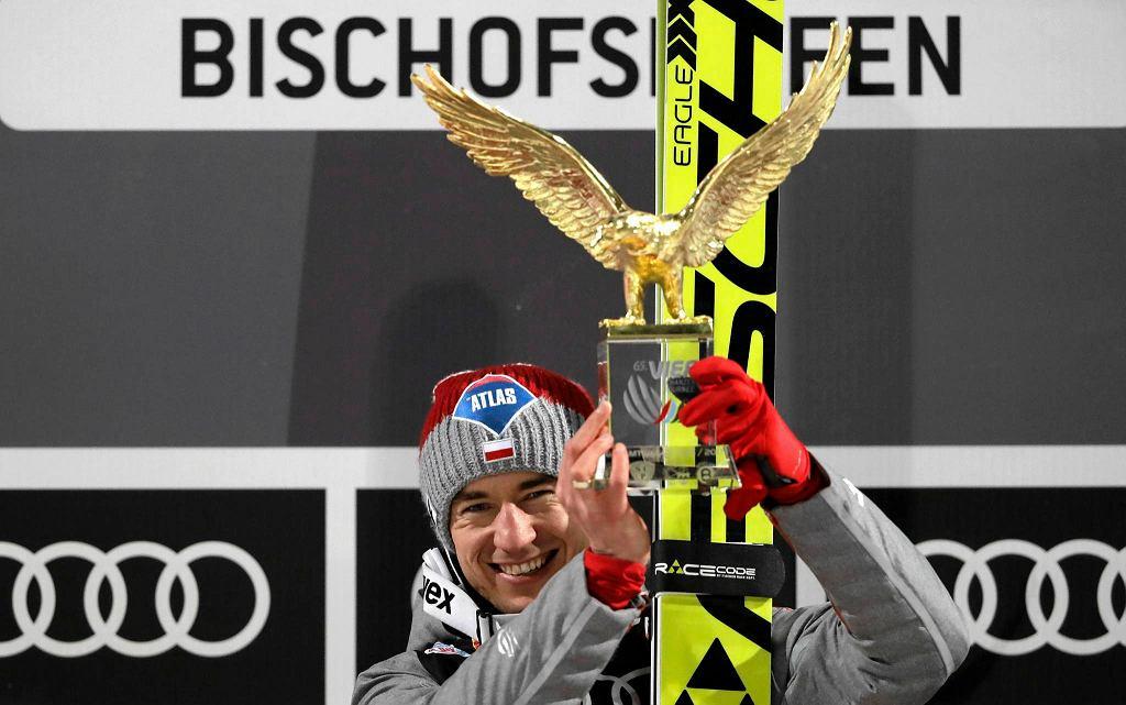 Kamil Stoch z trofeum złotego orła
