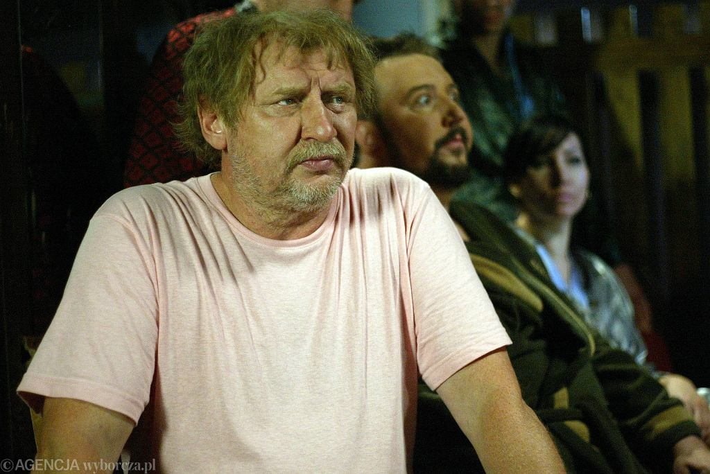 Andrzej Grabowski jako Ferdek Kiepski na planie serialu 'Świat według Kiepskich' (fot. Dominik Dziecinny / Agencja Gazeta)
