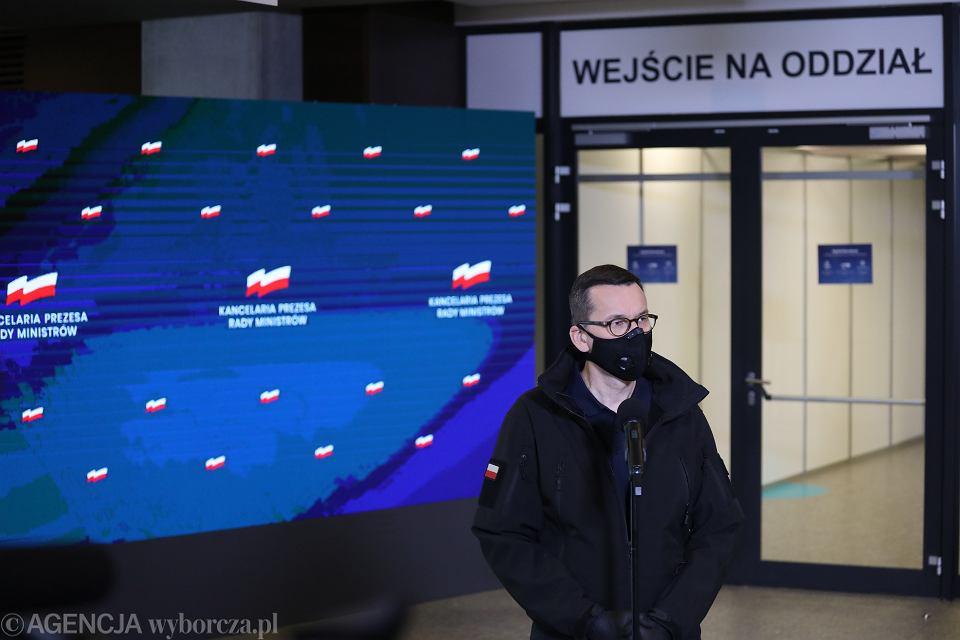 Premier Mateusz Morawiecki na Stadionie Narodowym przekształconym w szpital