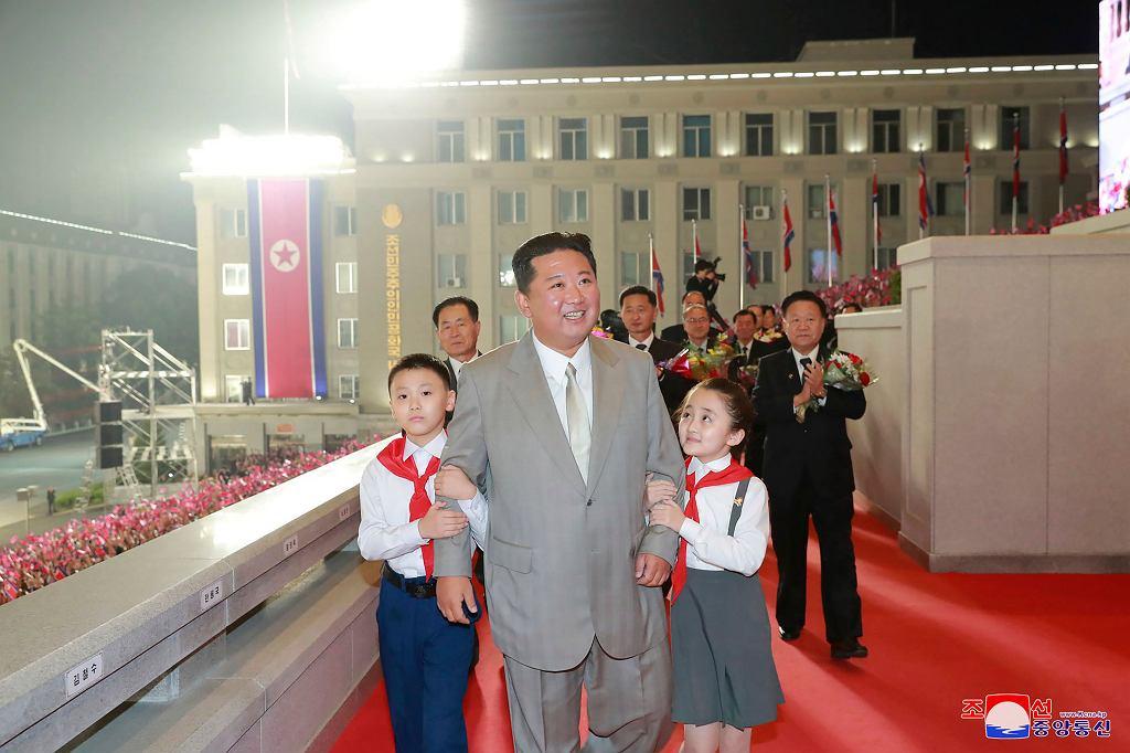 Na paradzie pojawił się północnokoreański dyktator Kim Dzong Un