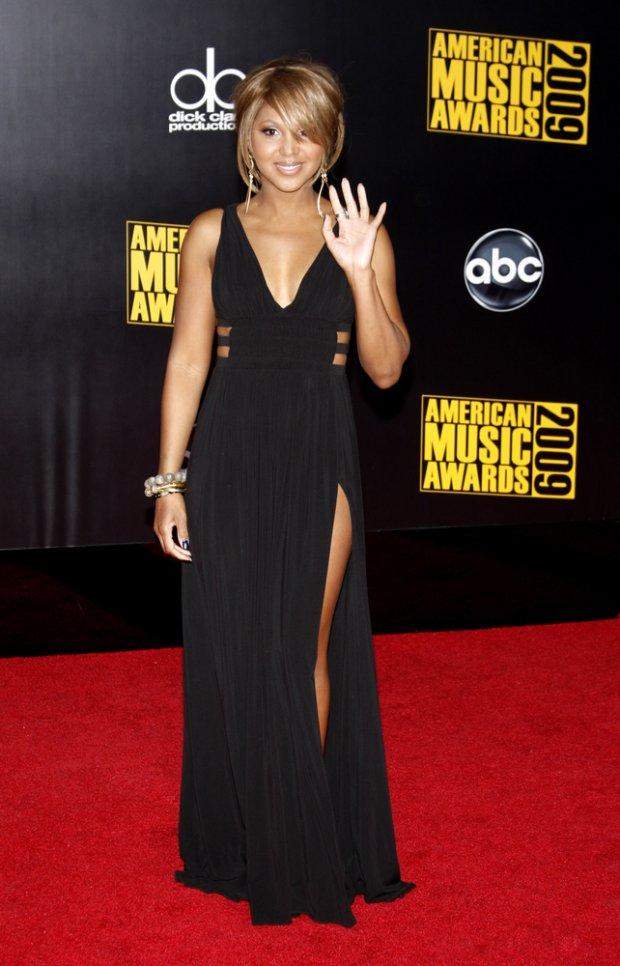 11/22/2009 - Toni Braxton - 2009 American Music Awards - Arrivals - Nokia Theater - Los Angeles, CA, USA - Keywords:  - False -  - Photo Credit: David Gabber / PR Photos - Contact (1-866-551-7827)