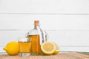 Kombucha - napój z dodatkiem grzybka herbacianego. Jakie ma zalety?