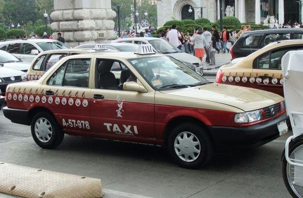 Nissan Tsuru - taksówka w Meksyku
