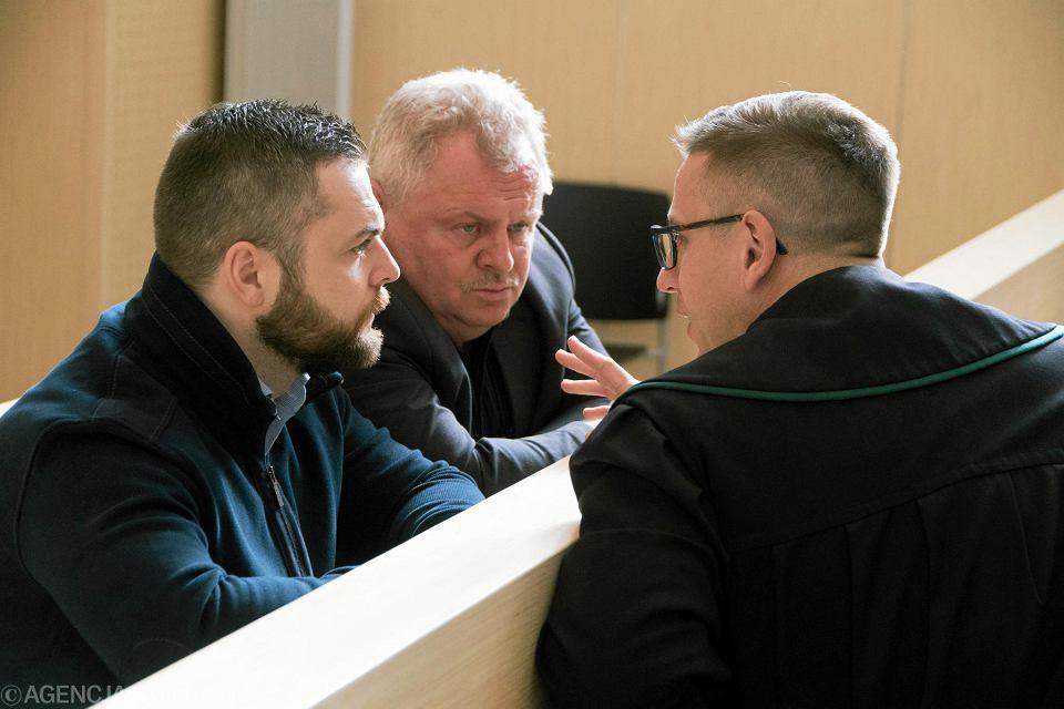 Andrzej Tylman (w środku) z synem Piotrem Tylmanem (z lewej) i adwokatem Mariuszem Paplaczykiem