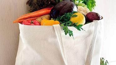 Ekologiczne owoce i warzywa można jeść ze skórką.