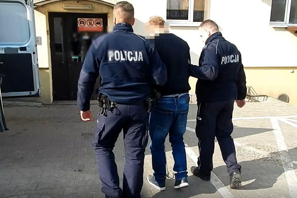 Radziejów. Tragedia 34-latka. Był polewany benzyną i kopał własny grób