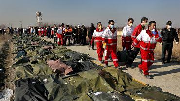 Ratownicy i szczątki ofiar katastrofy ukraińskiego Boeinga 737-800, Teheran, 8 stycznia 2020 r.