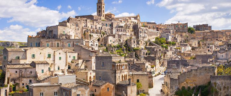 Dobra passa włoskiego miasteczka. Tak działa magia agenta 007