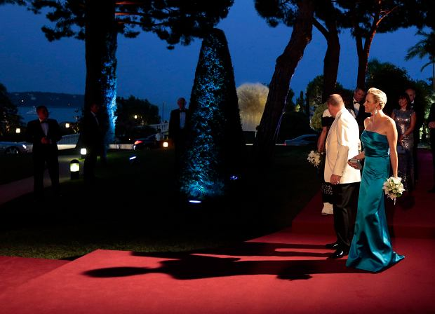 Prince Albert II of Monaco and his wife Princess Charlene (R) arrive to attend the Red Cross Gala in Monte Carlo August 2, 2013. The Red Cross Gala is a traditional and annual charity event in the Principality of Monaco.   REUTERS/Eric Gaillard (MONACO - Tags: ENTERTAINMENT ROYALS)