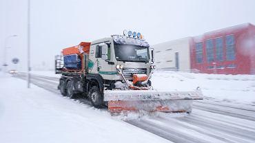 Pogoda. Śnieżyca na wschodzie Polski. Zasypane drogi, zerwane linie energetyczne