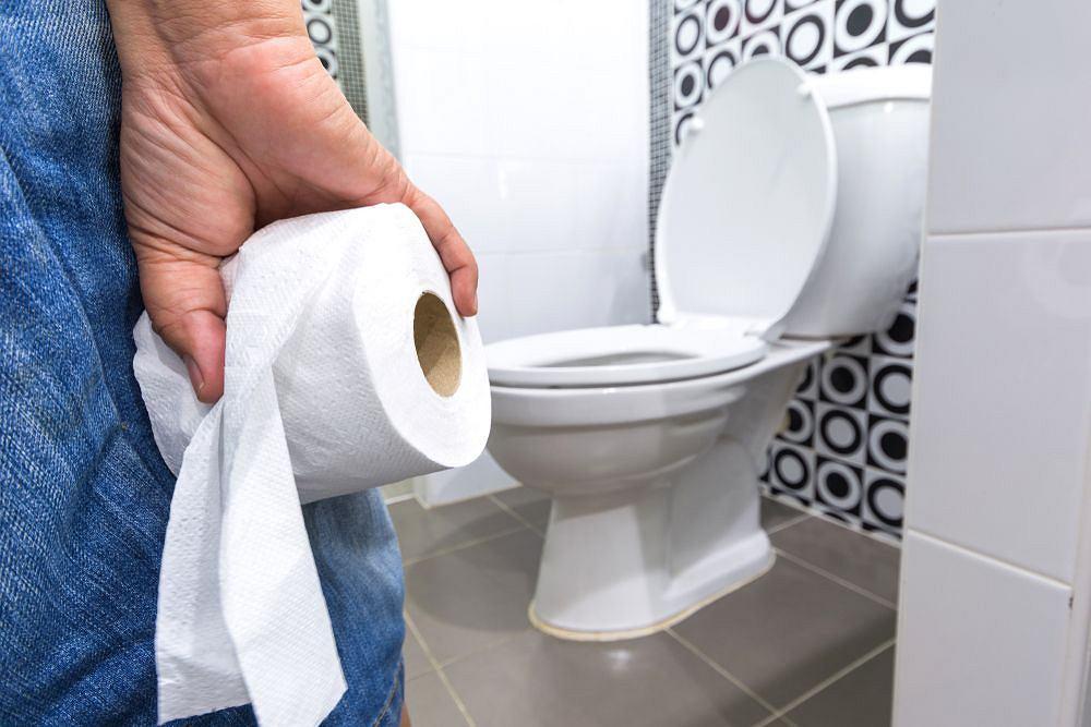 Fałszywy wstyd nie służy zdrowiu. W toalecie jesteś sam na sam ze swoim stolcem. przyglądaj się mu