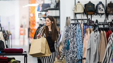 Znana marka odzieżowa zamyka swoje sklepy w Polsce. Trwa wielka wyprzedaż