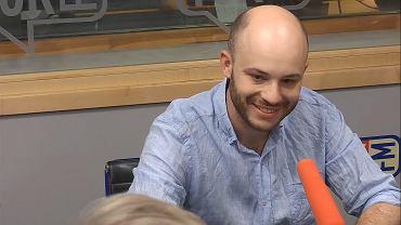 Jan Śpiewak w studiu TOK FM.