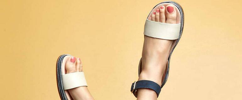 Wygodne i stylowe sandały na upały. Wiele modeli kupisz taniej!