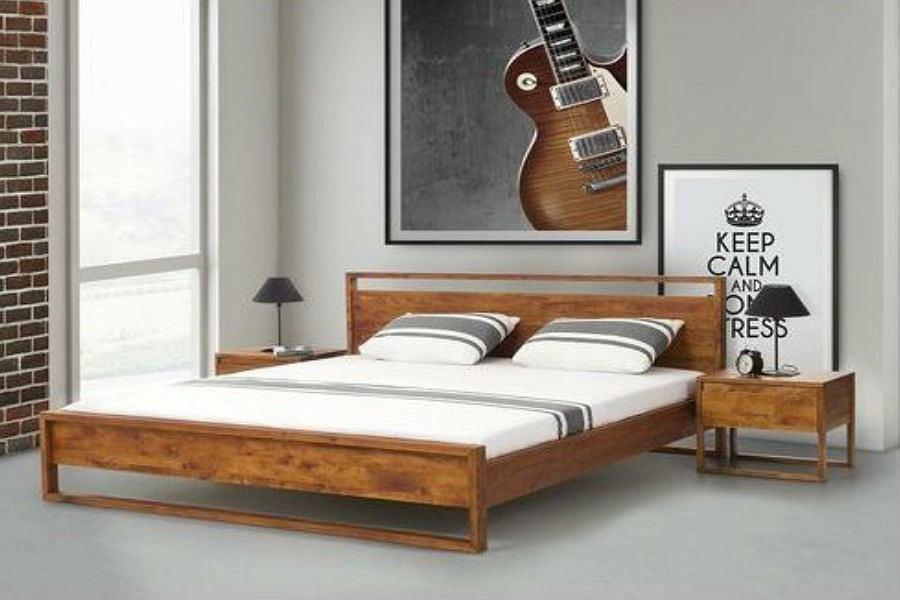 Łóżko drewnian