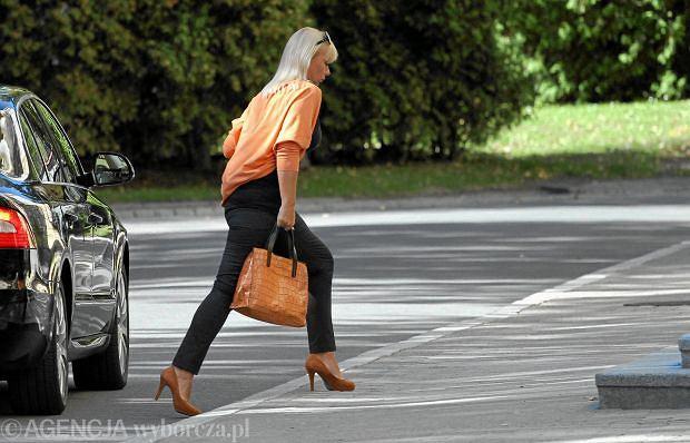 05.09.2013 Warszawa , KPRM . Minister rozwoju regionalnego Elzbieta Bienkowska w drodze na posiedzenie rzadu .  Fot. Slawomir Kaminski / Agencja Gazeta