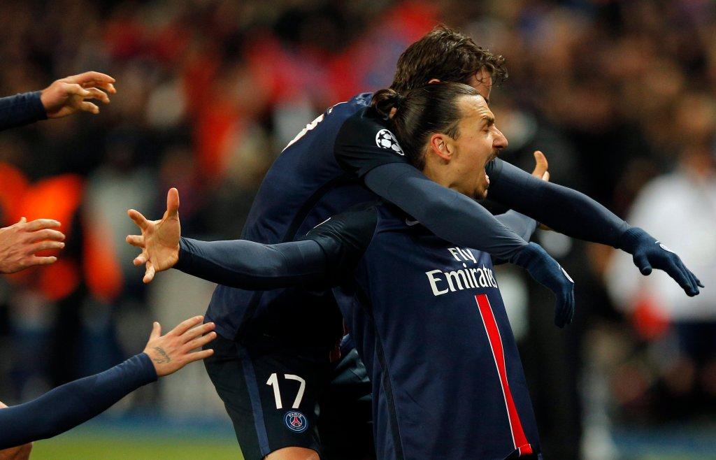 Zlatan Ibrahimović cieszy się ze strzelonej bramki w meczu z Chelsea