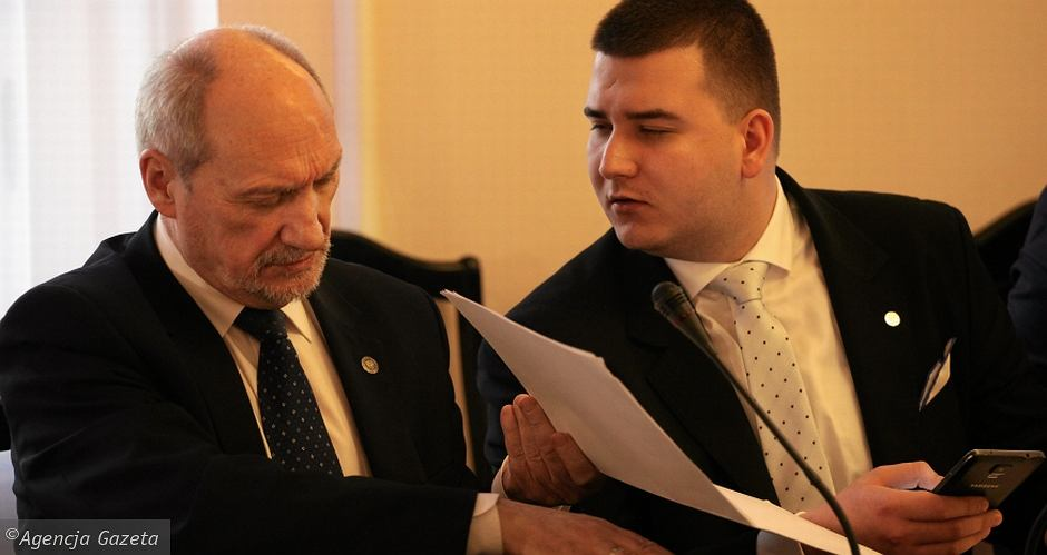 Antoni Macierewicz i szef gabinetu politycznego szefa MON, Bartłomiej Misiewicz