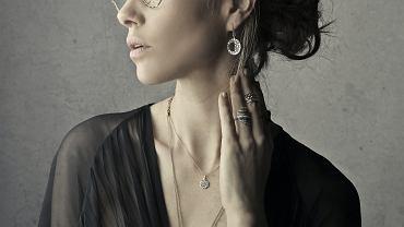 Jak wyczyścić srebrne łańcuszki oraz inne elementy biżuterii?