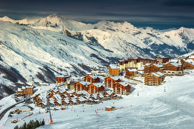 Gdzie najlepiej wyjechać na ferie? Oto najpopularniejsze kierunki zimowych podróży. Polacy szczególnie pokochali jeden region