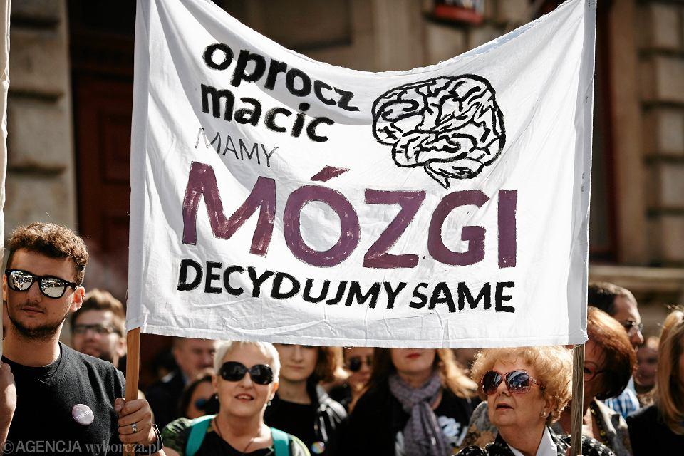 Zdjęcie numer 3 w galerii - Strajk kobiet w całej Polsce. W jakich miastach? Kiedy? Nie tylko w poniedziałek