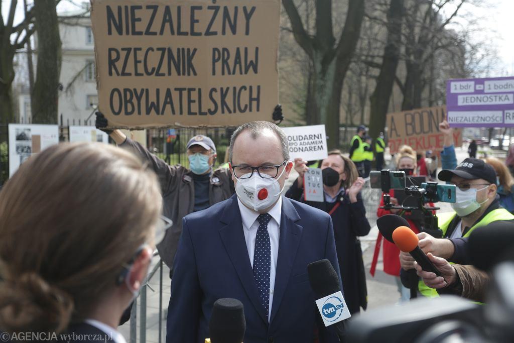 Rzecznik Praw Obywatelskich Adam Bodnar w drodze na rozprawę TK w swojej sprawie